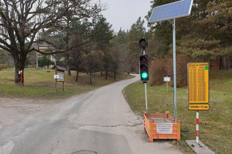 Ilustračný obrázok k článku Vodičov nepotešíme: Obchádzkovej trase na Muráni hrozia dopravné obmedzenia