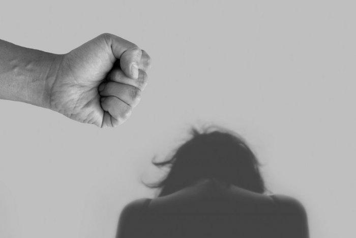 Ilustračný obrázok k článku Napadnutá žena v Pravenci: Obvineniu čelí Prievidžan