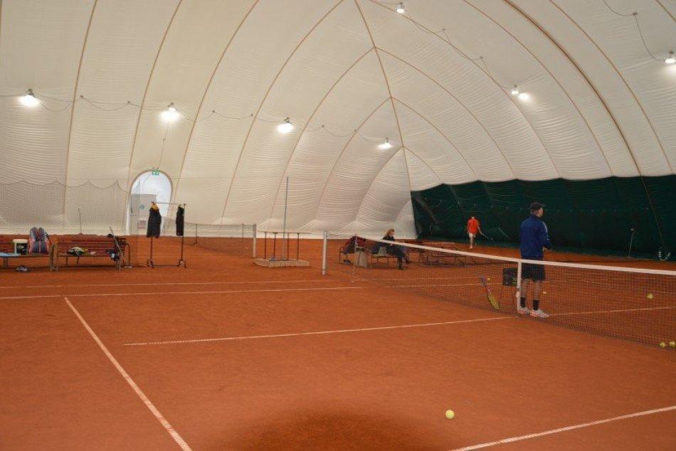 Ilustračný obrázok k článku Tenisti môžu trénovať aj cez zimu: V Šali otvorili novú nafukovaciu halu, FOTO