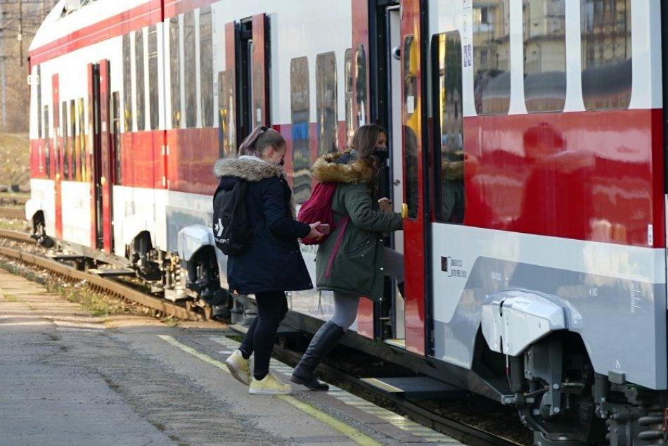 Ilustračný obrázok k článku Vlakom z Nitry do Bratislavy pod 50 minút: Ministerstvo pripravuje výstavbu trate