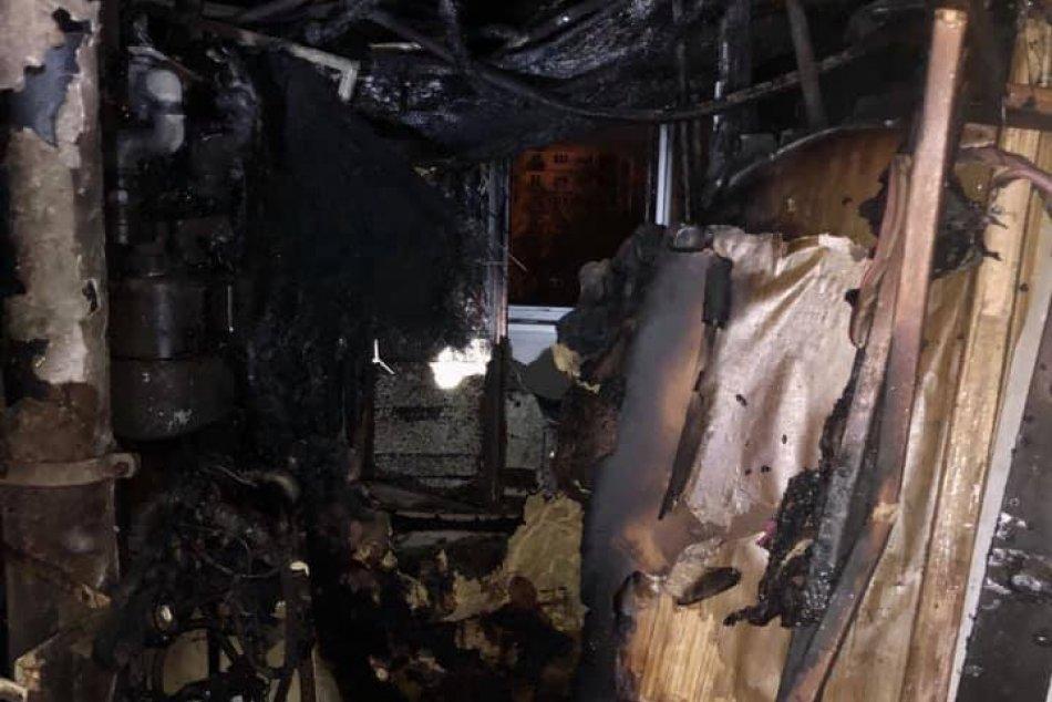 Ilustračný obrázok k článku Nočný požiar v Ružinove: Oheň pohltil byty na troch poschodiach. Horelo aj v nemocnici