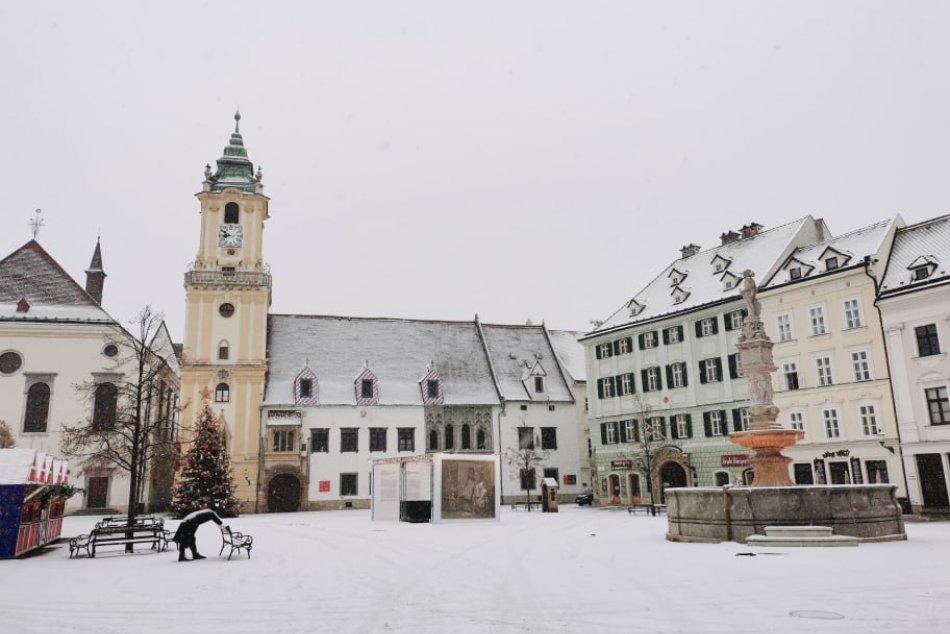 Ilustračný obrázok k článku V Bratislave SNEŽÍ! Pripravte sa na bielu perinu, ale aj hmlu