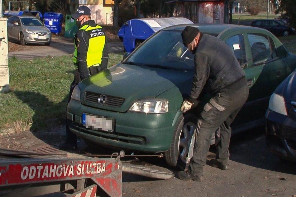 Ilustračný obrázok k článku Zvolenčania sa dočkali: Vraky áut odstránili z ďalších 2 sídlisk, FOTO