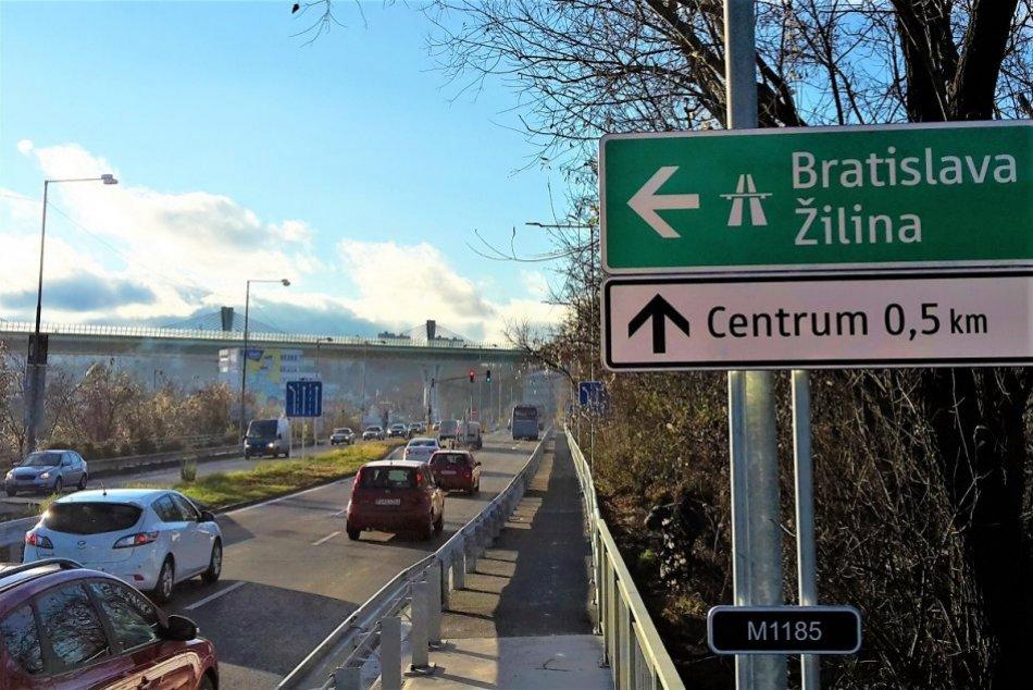 Ilustračný obrázok k článku Kontrola opatrení sa zvrtla: Mladík viezol po Orlovskom moste takýto náklad, FOTO