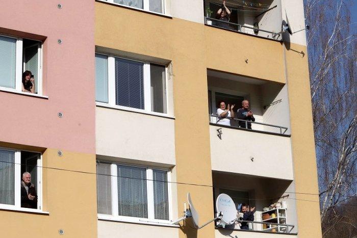 Ilustračný obrázok k článku Na Veľkonočný pondelok bude na Západe veselo: Koncerty priamo pod balkónmi