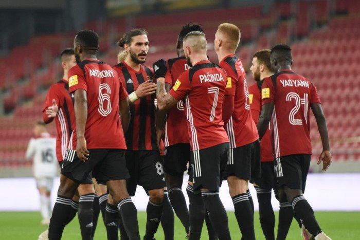 Ilustračný obrázok k článku Futbalisti Spartaka plánujú odísť do zahraničia: PODARÍ sa im to v čase korony?
