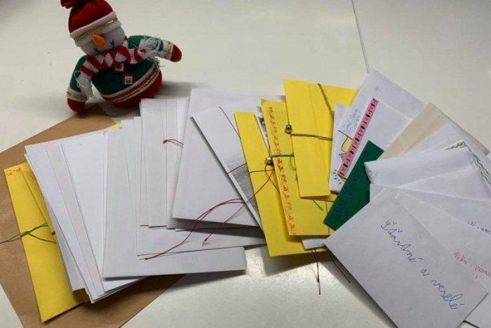 Ilustračný obrázok k článku Podivné počínanie poštárky: Listy končili namiesto schránok v skrini a chladničke