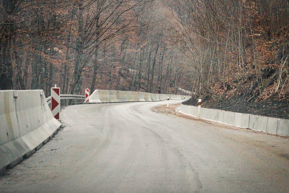 Ilustračný obrázok k článku Cesta na Muráni bude opäť uzavretá: Vodičov čakajú obchádzky