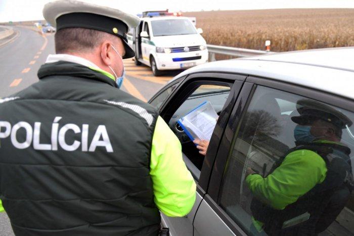 Ilustračný obrázok k článku Žena si dopriala na pravé poludnie vyše 2 promile: Chytili ju na diaľnici