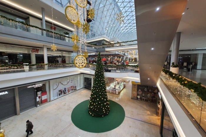 Ilustračný obrázok k článku Otváracie hodiny obchodov a nákupných centier počas vianočných sviatkov a Silvestra 2020