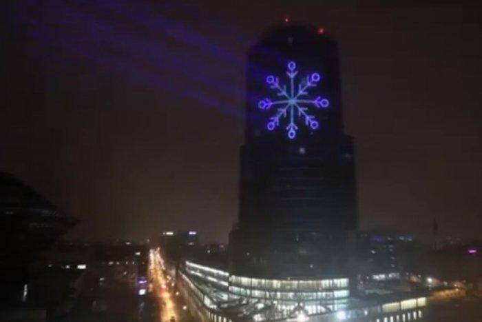Ilustračný obrázok k článku To je nádhera! Budovu Národnej banky Slovenska zasypú žiarivé snehové vločky