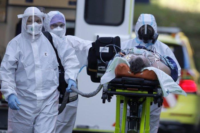 Ilustračný obrázok k článku Nemocnice sú na pokraji kolapsu: Nakazených pribúda, Mikas sa obracia na verejnosť