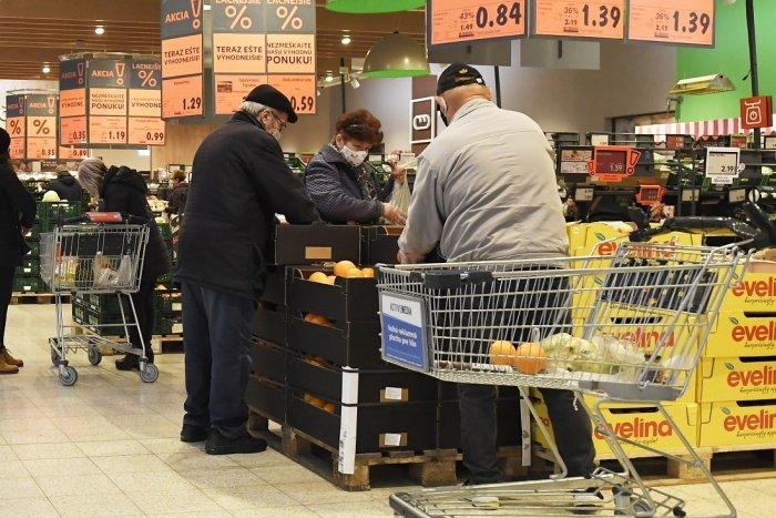 Ilustračný obrázok k článku Úrad rozhorčenie nad seniorskými hodinami chápe, ale ich odpoveď obchodníkov nepoteší