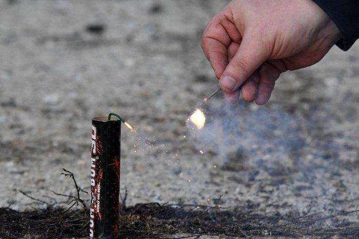 Ilustračný obrázok k článku Za hádzanie petárd hrozia mastné pokuty. Akú pyrotechniku môžete odpáliť?