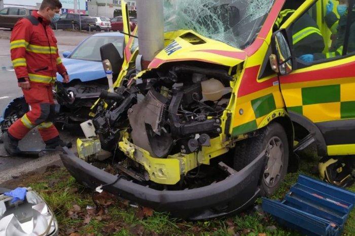 Ilustračný obrázok k článku Záchranka na šrot: Unavení zdravotníci mali vážnu nehodu, FOTO