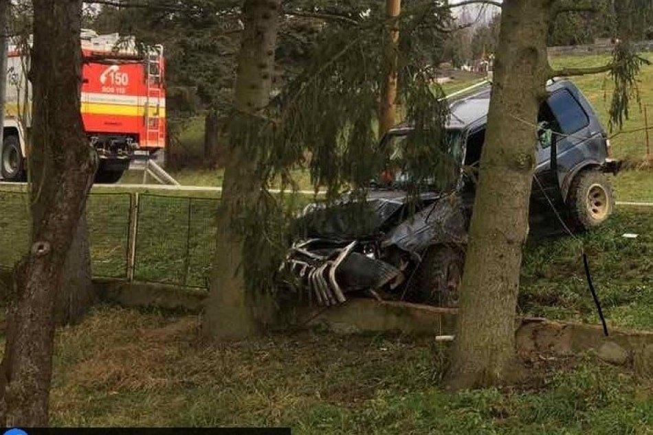 Ilustračný obrázok k článku Neďaleko Humenného došlo k tragédii: Vodič neprežil náraz do stromu, FOTO