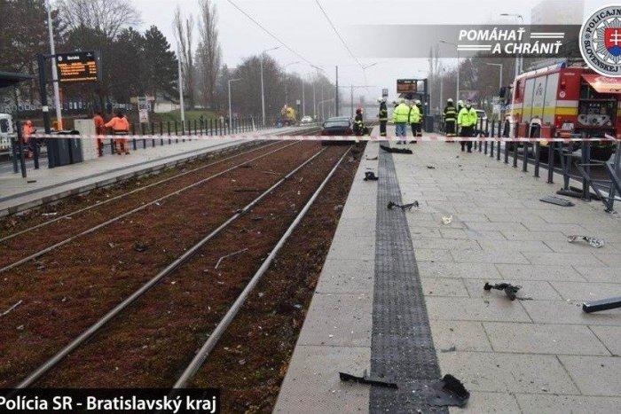 Ilustračný obrázok k článku Kuriózna nehoda v Bratislave: Vodič skončil v koľajisku električiek