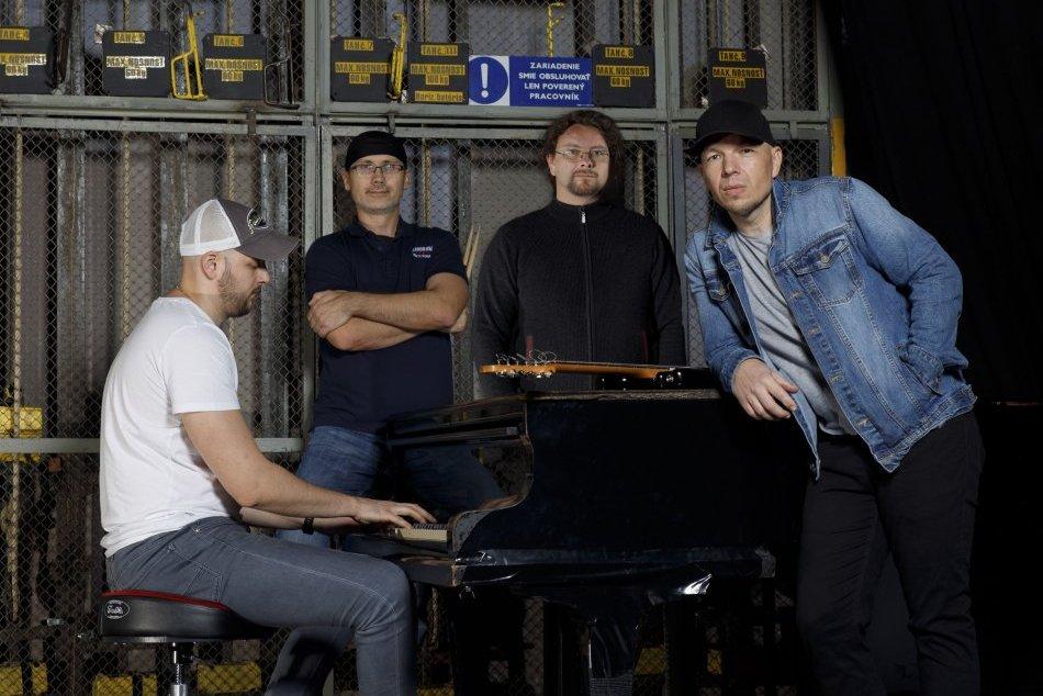 Ilustračný obrázok k článku Počuli ste už o kapele Audiora? Revúcki rockeri nahrali nový album, VIDEO