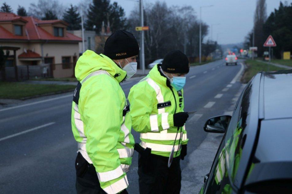 Ilustračný obrázok k článku Šoféroval aj napriek zákazu: Mladík skúsil na trnavských policajtov starú fintu