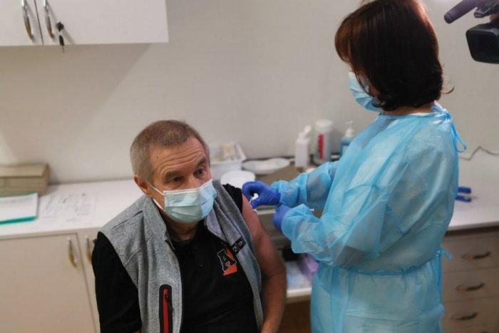 Ilustračný obrázok k článku Už sa očkuje aj na Liptove: Kto dostal vakcínu ako prvý? FOTO