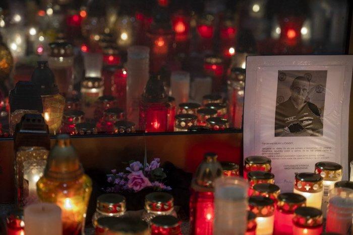 Ilustračný obrázok k článku Čierna vlajka na pamiatku Lučanského bude! Prečo Mikulec zmenil názor?