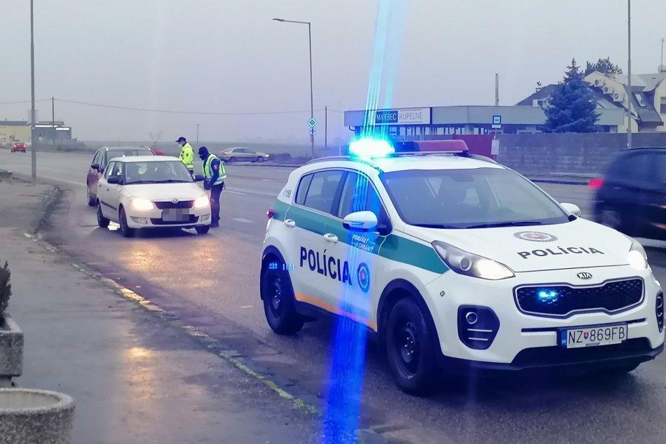 Ilustračný obrázok k článku Situácia v okrese sa zhoršuje: Novozámocká polícia prijala prísnejšie OPATRENIA!