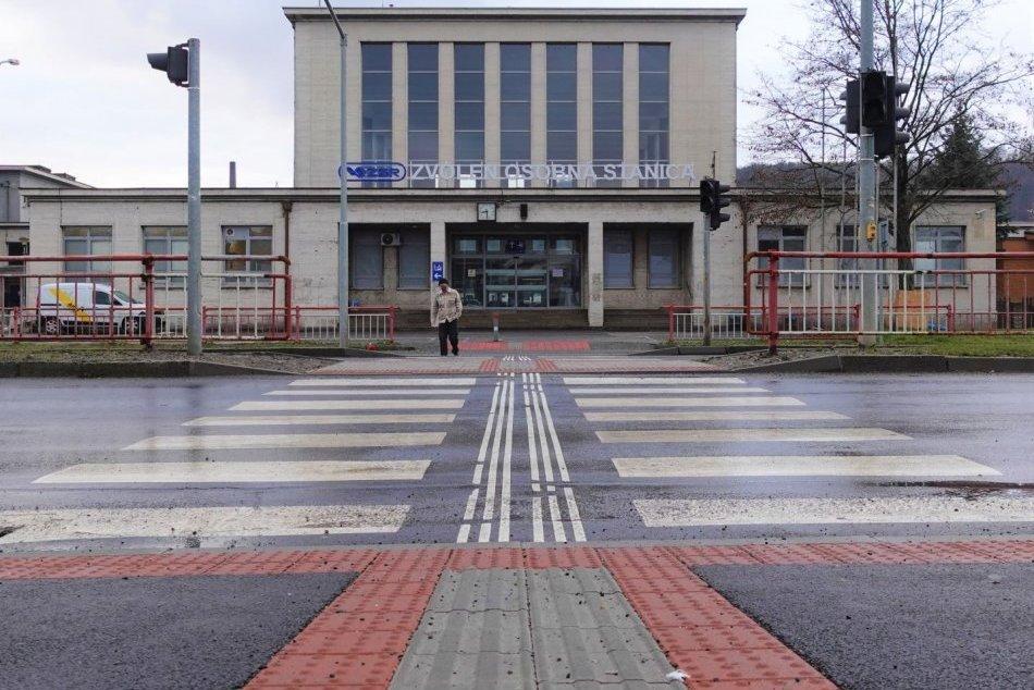 Ilustračný obrázok k článku Prvá fáza obnovy predstaničného námestia vo Zvolene je ukončená: Toto je výsledok, FOTO