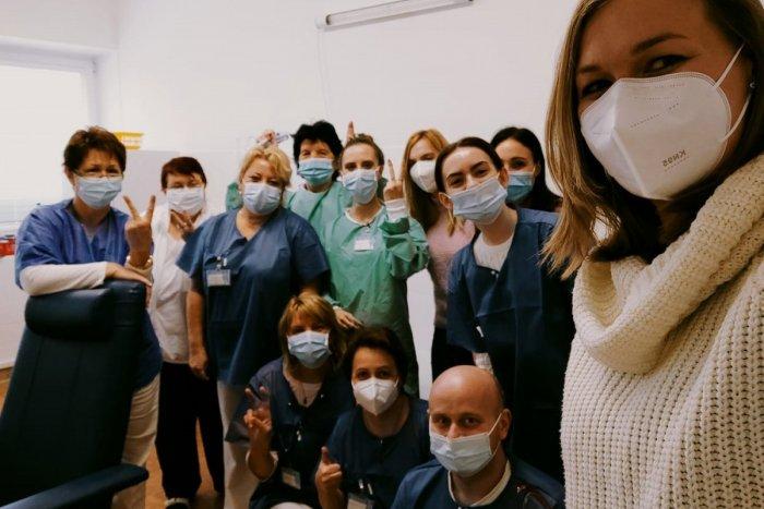 """Ilustračný obrázok k článku Žilinská nemocnica hlási: OČKUJE sa naplno! Koľko vakcín už stihli """"pichnúť""""?"""