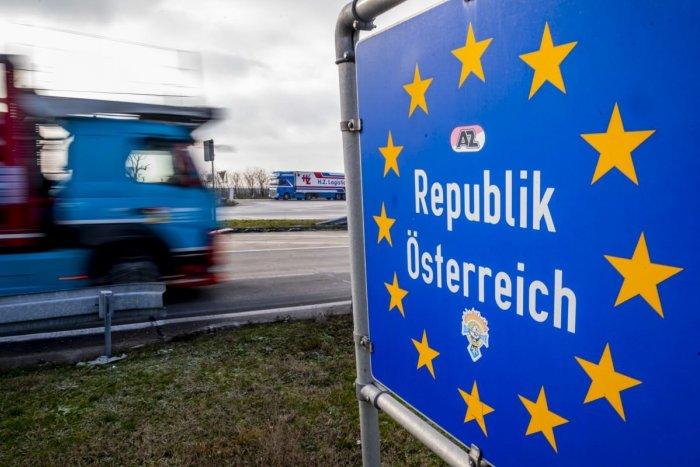 Ilustračný obrázok k článku PENDLERI, majte sa od ZAJTRA na pozore! Rakúsko mení opatrenia na hraniciach