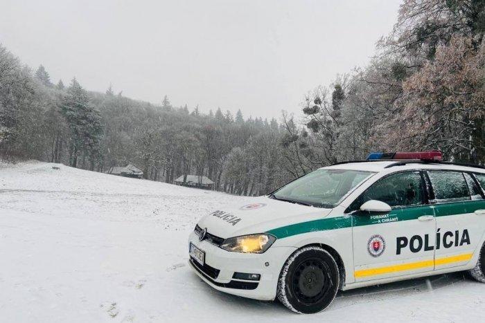 Ilustračný obrázok k článku Sadáte za volant, keď je na cestách sneh? NÁVOD od policajtov ako nerozbiť auto!