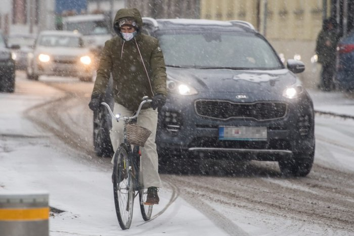 """Ilustračný obrázok k článku V Bratislave má výrazne snežiť: Mesto tvrdí, že na prípadnú """"kalamitu"""" je pripravené"""