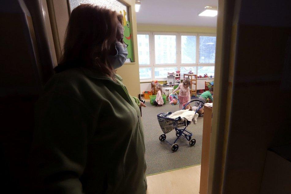 Ilustračný obrázok k článku V Humennom je v karanténe prvá škôlka. Ako dlho budú deti doma?