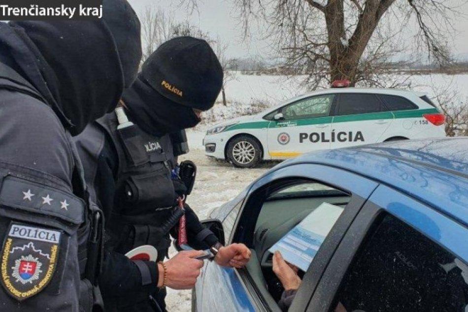 Ilustračný obrázok k článku Zvýšený počet policajtov: Kontroly sú na celom území Trenčianskeho kraja, FOTO