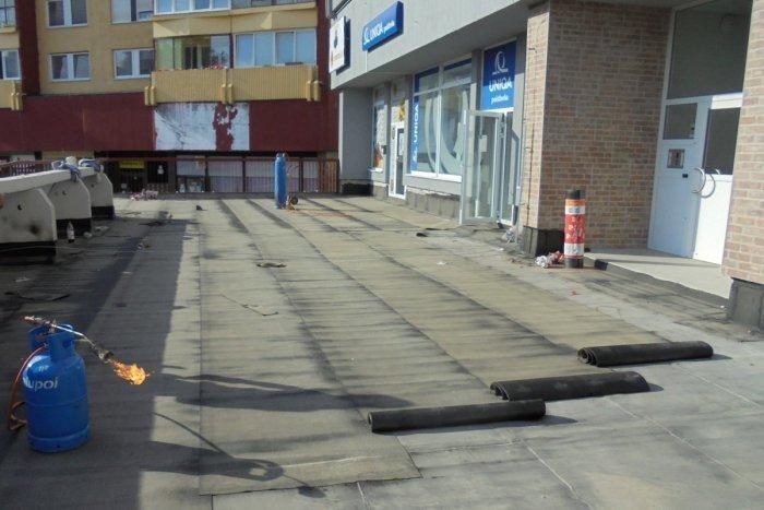 Ilustračný obrázok k článku Rozpadávajúce sa terasy pri panelákoch sa konečne dočkajú obnovy. Kto môže žiadať dotáciu?