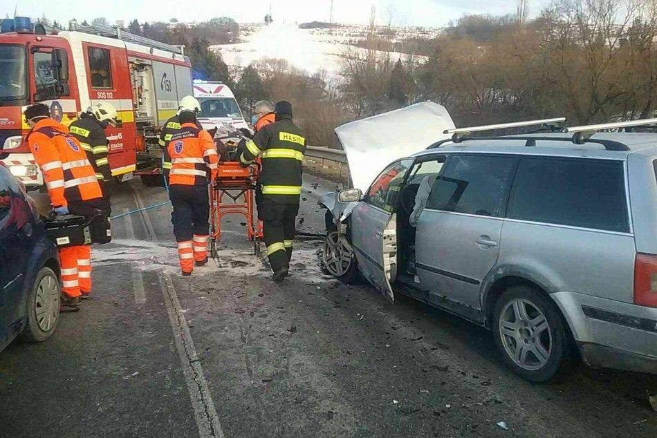 Ilustračný obrázok k článku Vážna nehoda pred Kežmarkom: Čelne sa zrazili dve autá, hlásia zranených