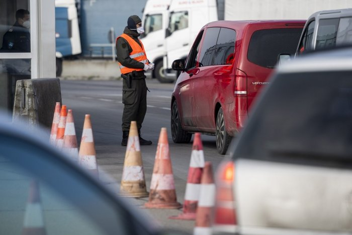 Ilustračný obrázok k článku Rakúsko má nové nariadenia pri vstupe do krajiny: Napariť POKUTU vám môžu už na hranici!