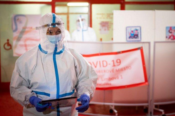 Ilustračný obrázok k článku Cibulková v prvej línii: Protekčnú vakcínu si odrobila na mobilnom odberovom mieste! FOTO