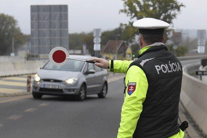Ilustračný obrázok k článku Česko pritvrdzuje: Slováci, pripravte sa na zvýšené náhodné kontroly na hraniciach!