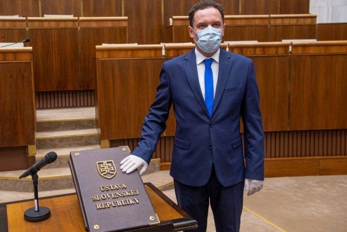 Ilustračný obrázok k článku Čepček sa po vylúčení z klubu OĽANO vyjadril: Čo považuje za dno a čo je nefér?