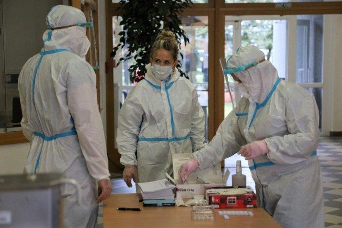 Ilustračný obrázok k článku Testujú aj na Prešovskej univerzite: Zamestnancom robia odbery jej vlastní zdravotníci