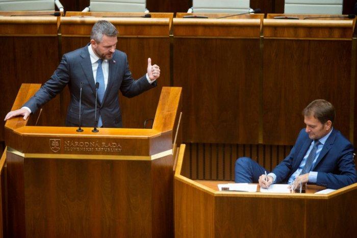 Ilustračný obrázok k článku Pellegrini žiada demisiu vlády a prezidentku o menovanie úradníckej vlády
