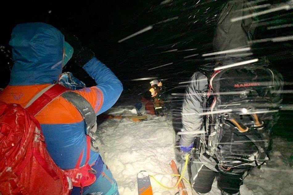 Ilustračný obrázok k článku Nebezpečný zásah v Malej Fatre: Záchrana turistov v tme a pod hrozbou lavíny