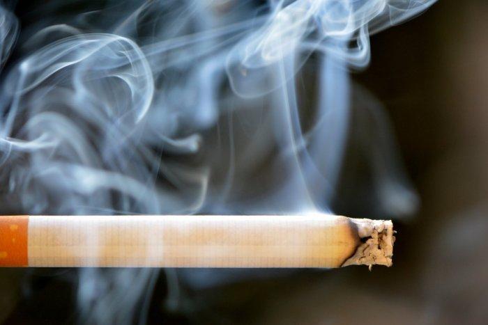 Ilustračný obrázok k článku Akcia Kľak: Nelegálny predaj cigariet v Prievidzi, obvinený muž je vo väzbe