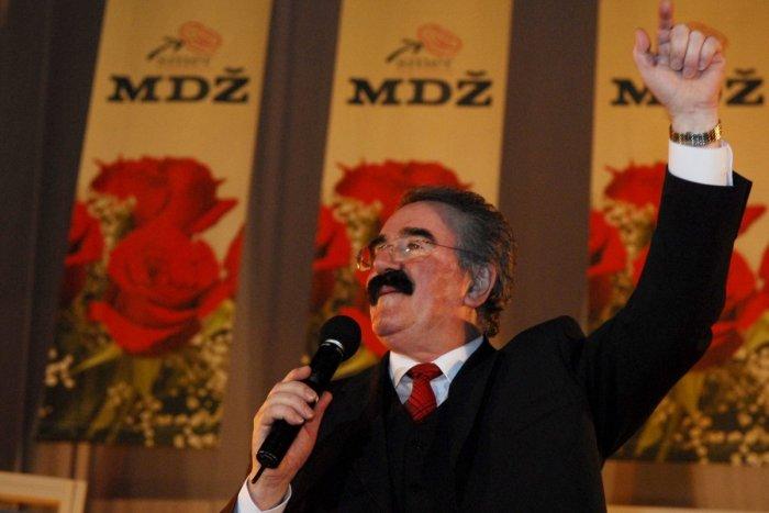 Ilustračný obrázok k článku Ďalšia smutná správa z umeleckej brandže: Zomrel spevák Robo Kazík!