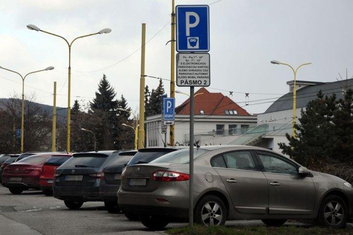 Ilustračný obrázok k článku Novinky v parkovaní: Zdravotne ťažko postihnutí môžu parkovať zadarmo