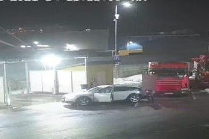 Ilustračný obrázok k článku Incident v žilinskej autoumyvárni: Policajti pátrajú po bielom aute
