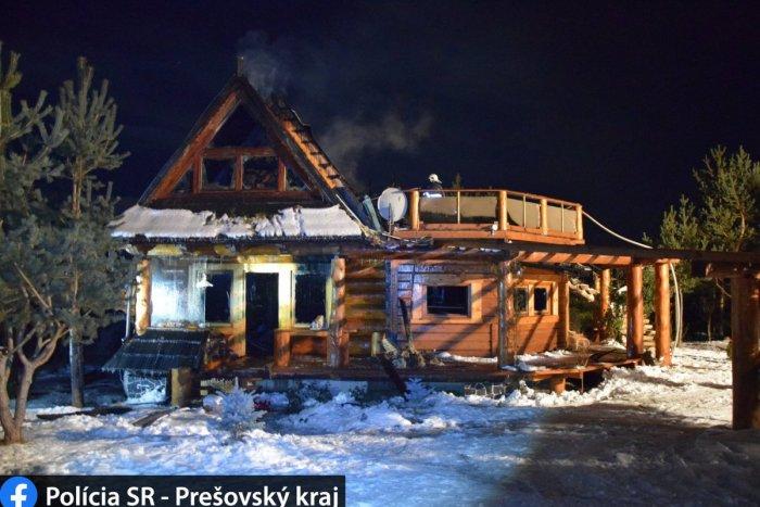 Ilustračný obrázok k článku Požiar chaty vo Veľkom Slavkove: Policajti začali vyšetrovanie