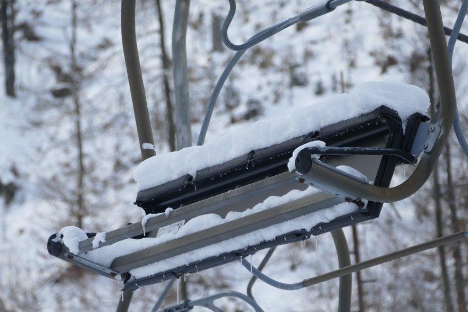 Ilustračný obrázok k článku Ako vyzerá Veľká Rača bez lyžiarov? Smutný pohľad na ľudoprázdne svahy, FOTO
