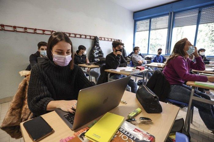 Ilustračný obrázok k článku Návrat študentov do lavíc? Žilinský kraj odporučil stredným školám neotvárať