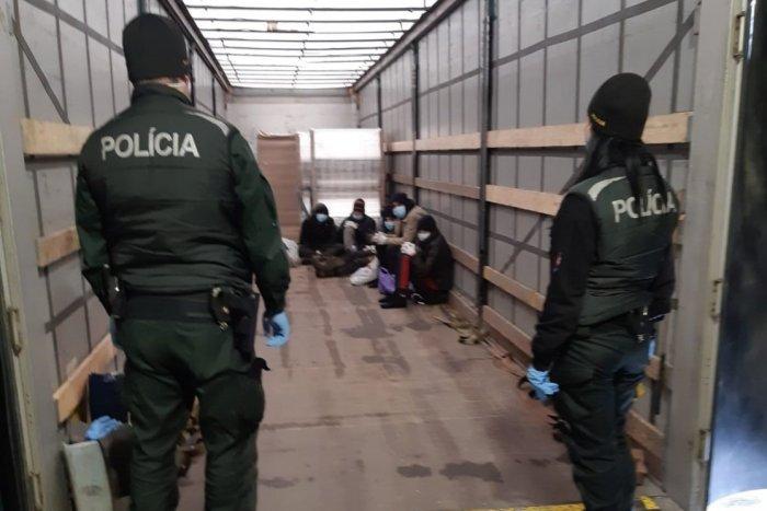 Ilustračný obrázok k článku Nečakané prekvapenie vo Svite: V kamióne sa ukývali migranti
